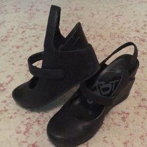 OTBT Shoes - Cute black wedges